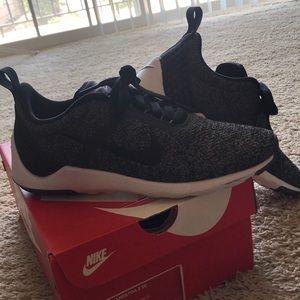 Nike Lunarestoa 2 SE. Purchased for woman